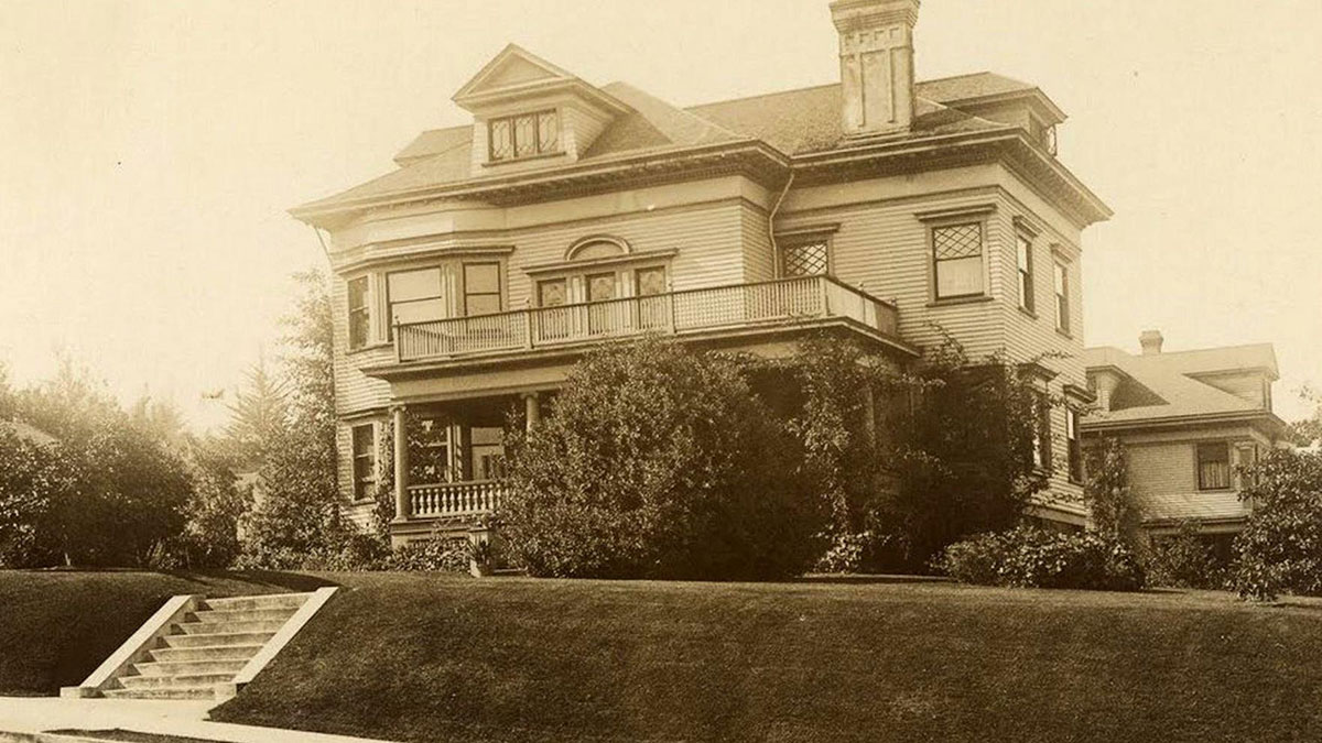 A vintage photo shows the Flavel House in its original glory