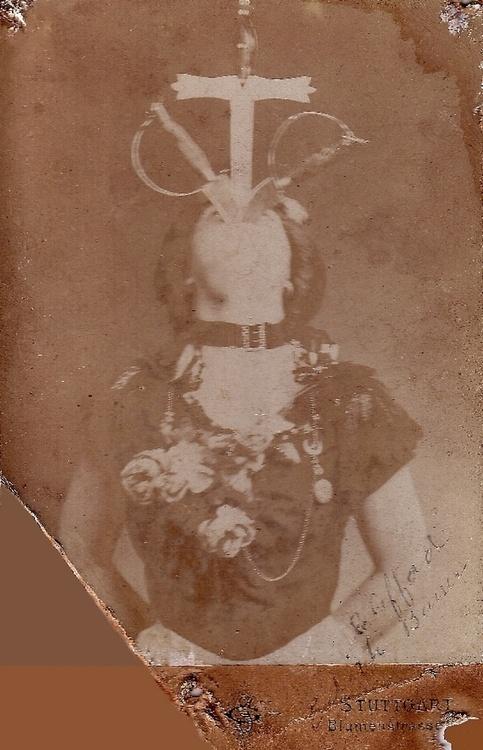Edith Clifford sword swallower 1900