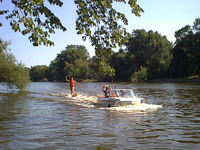 Water skiing behind an Amphicar