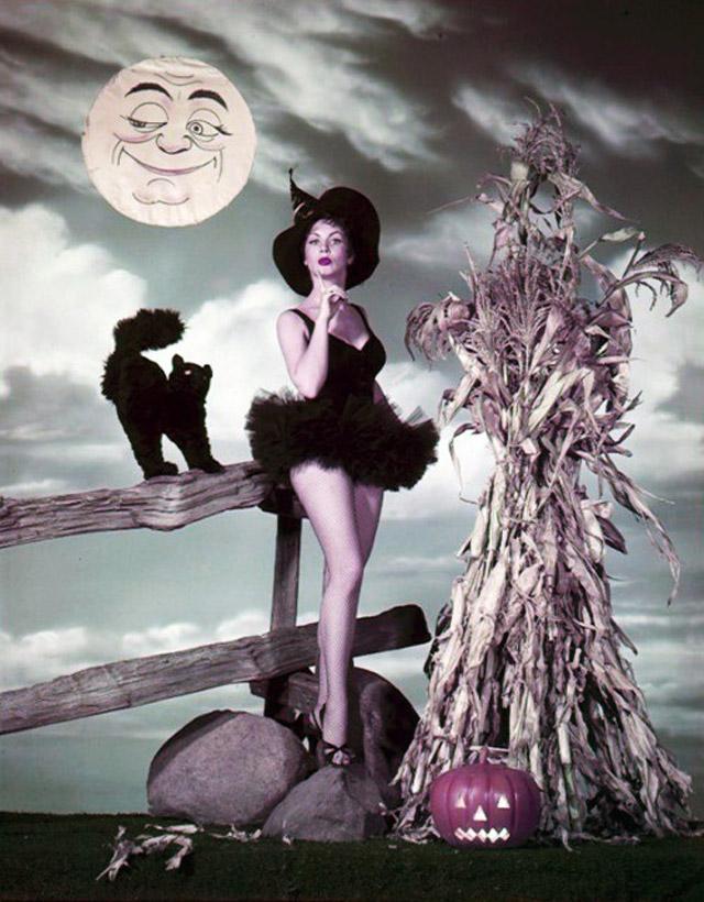 Kathleen Case vintage Halloween pinup