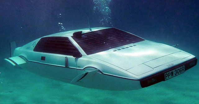 James Bond's Lotus Espirit submarine car prop