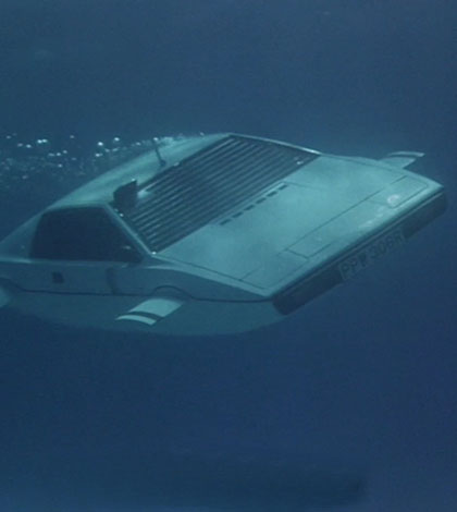 James Bond S Lotus Espirit Submarine Car Sold At Auction