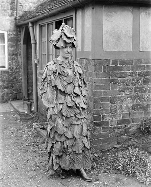 Creepy vintage halloween costume