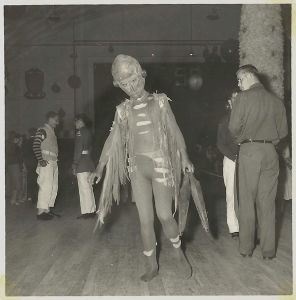 Creepy vintage alien halloween costume