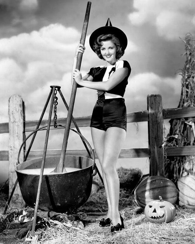 Martha Vickers vintage Halloween pinup