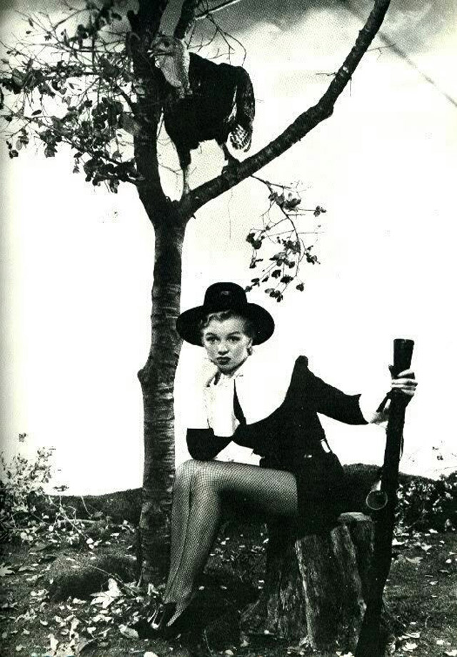 Marilyn Monroe hunting a turkey for Thanksgiving