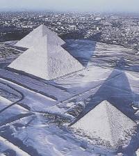 egypt-pyramids-snow-sm