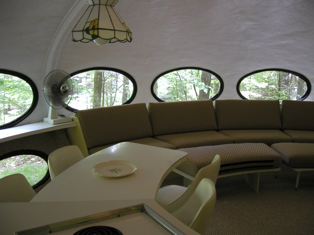 Wisconsin Futuro house dining