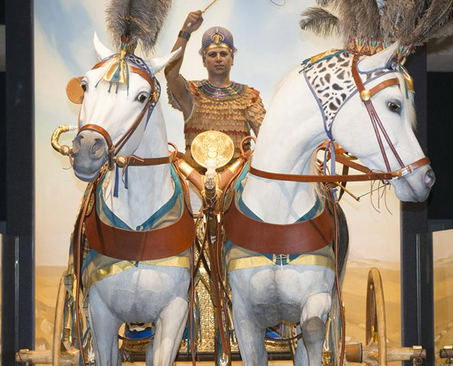 Milwaukee Public Museum's new exhibit features King Tut's chariot and horses