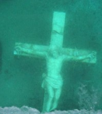 underwater-crucifix-lake-michigan