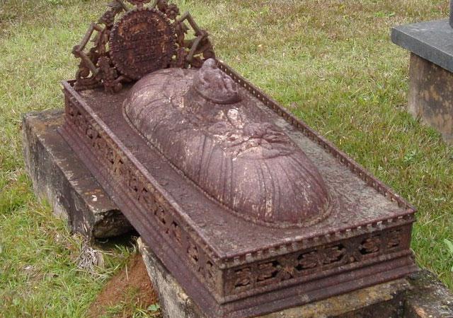Closeup detail of the cast iron grave monument