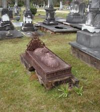 victorian-cast-iron-grave-monument-sm