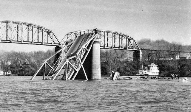 Silver Bridge collapse in Point Pleasant, WV