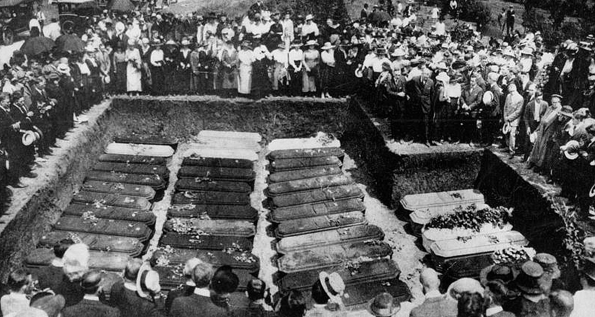 Mass burial of clowns and other circus performers in Chicago graveyard
