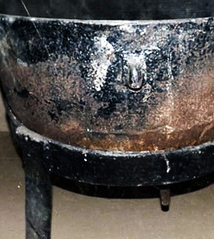 ed-gein-cauldron-deadly-possessions-sm