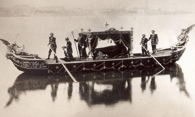 Venice funeral gondola