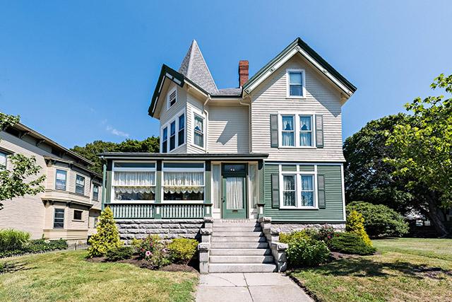 Lizzie Borden lived here at the Maplecroft mansion until her death in 1927