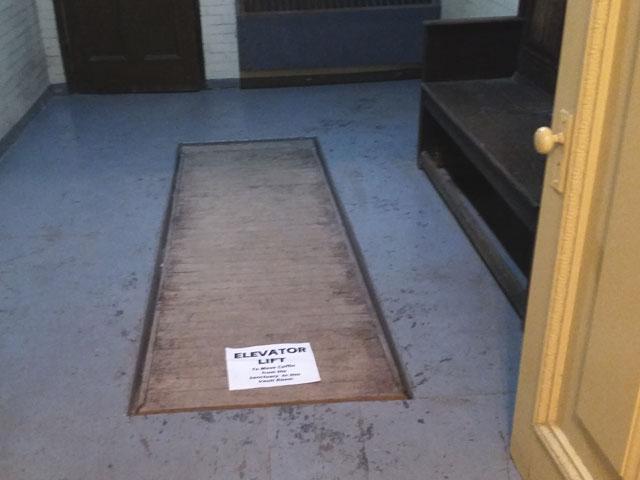 Coffin elevator
