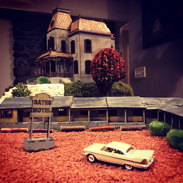 Miniature Bates Motel model kit