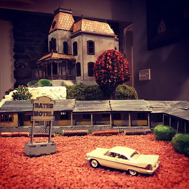 Miniature Bates Motel model kit