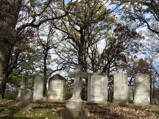 Tallmadge family graves in Rienzi Cemetery