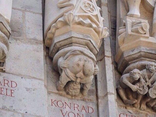 Vulgar statue of Archbishop Konrad von Hochstade on the Cologne City Hall
