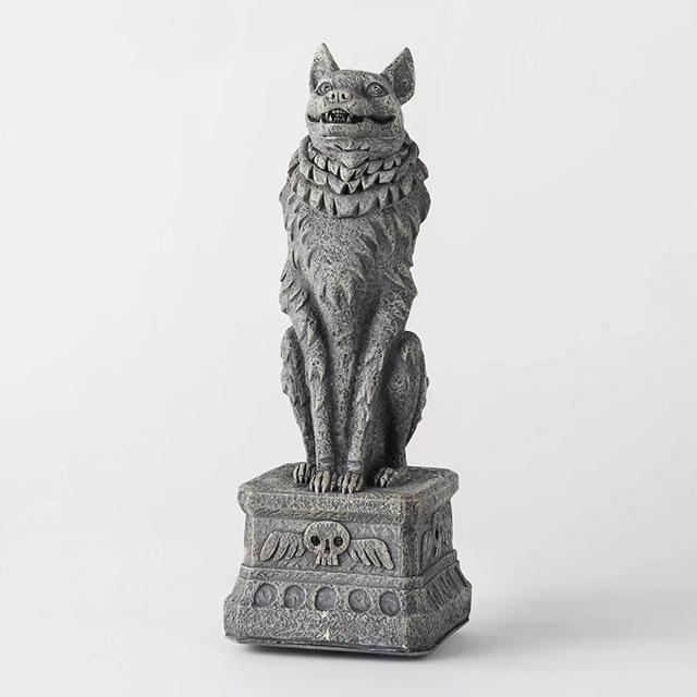 Howling wolf statue Halloween decor