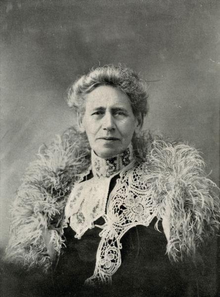 Psychic healer Mary Hayes-Chynoweth in 1905