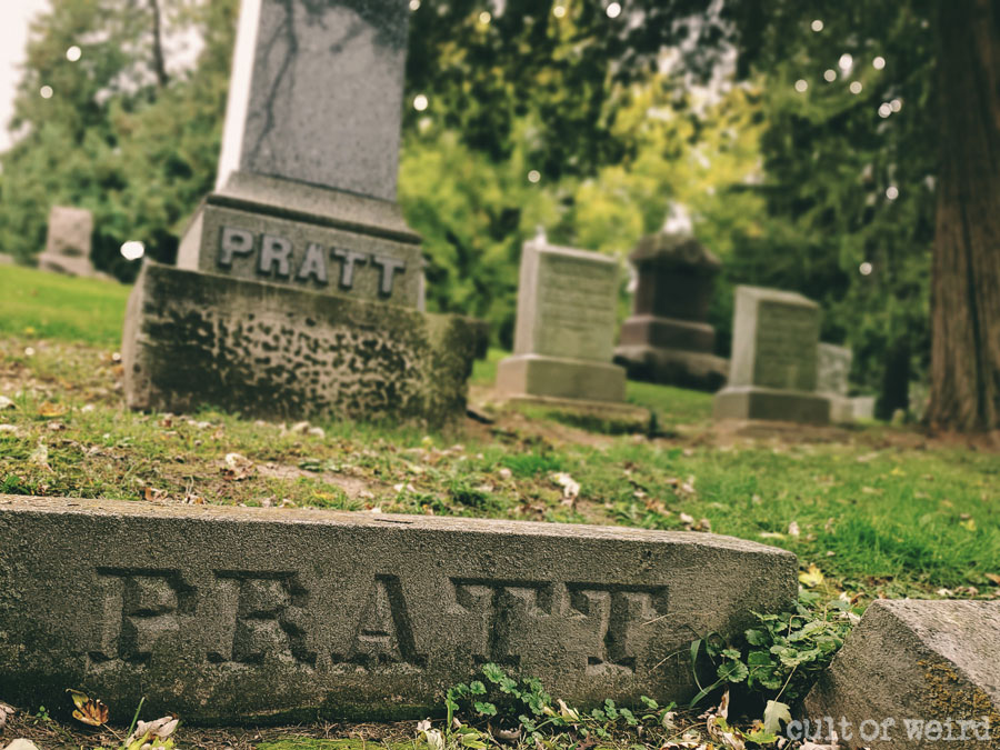 The grave of spiritualist Morris Pratt