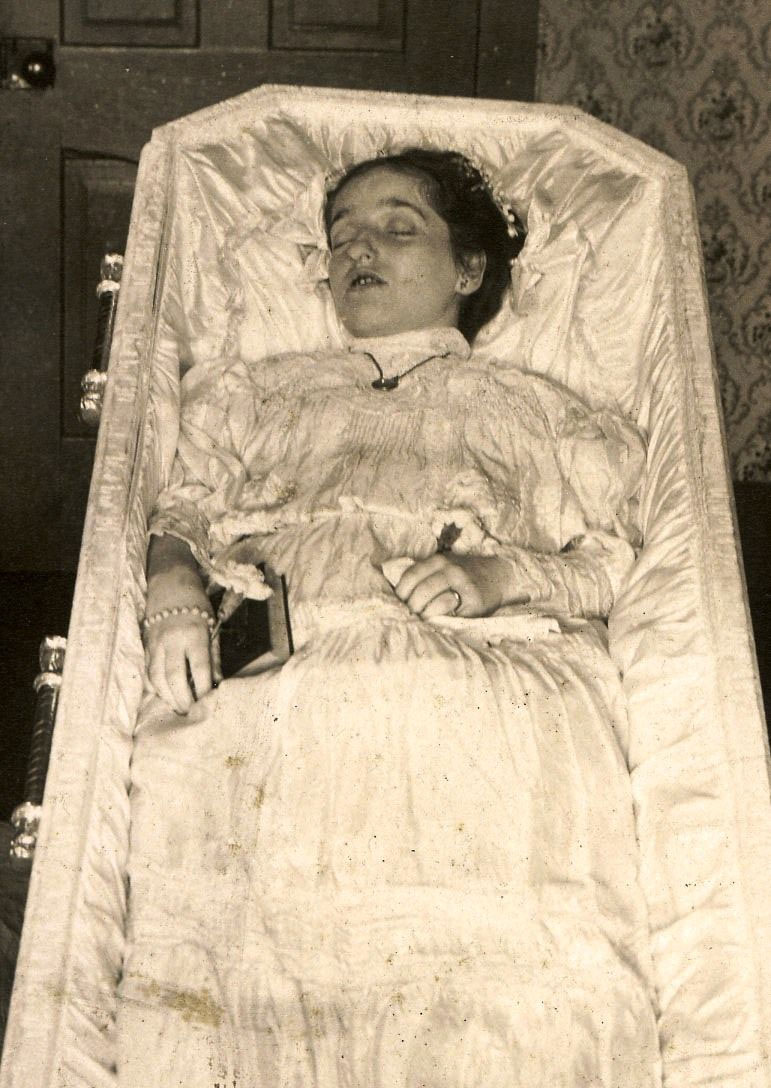 Post-mortem photography
