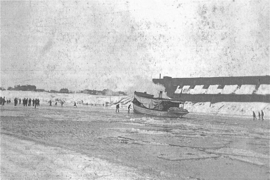 The Julius Goll smashes through ice fields on the Milwaukee River during the Ice War, 1901