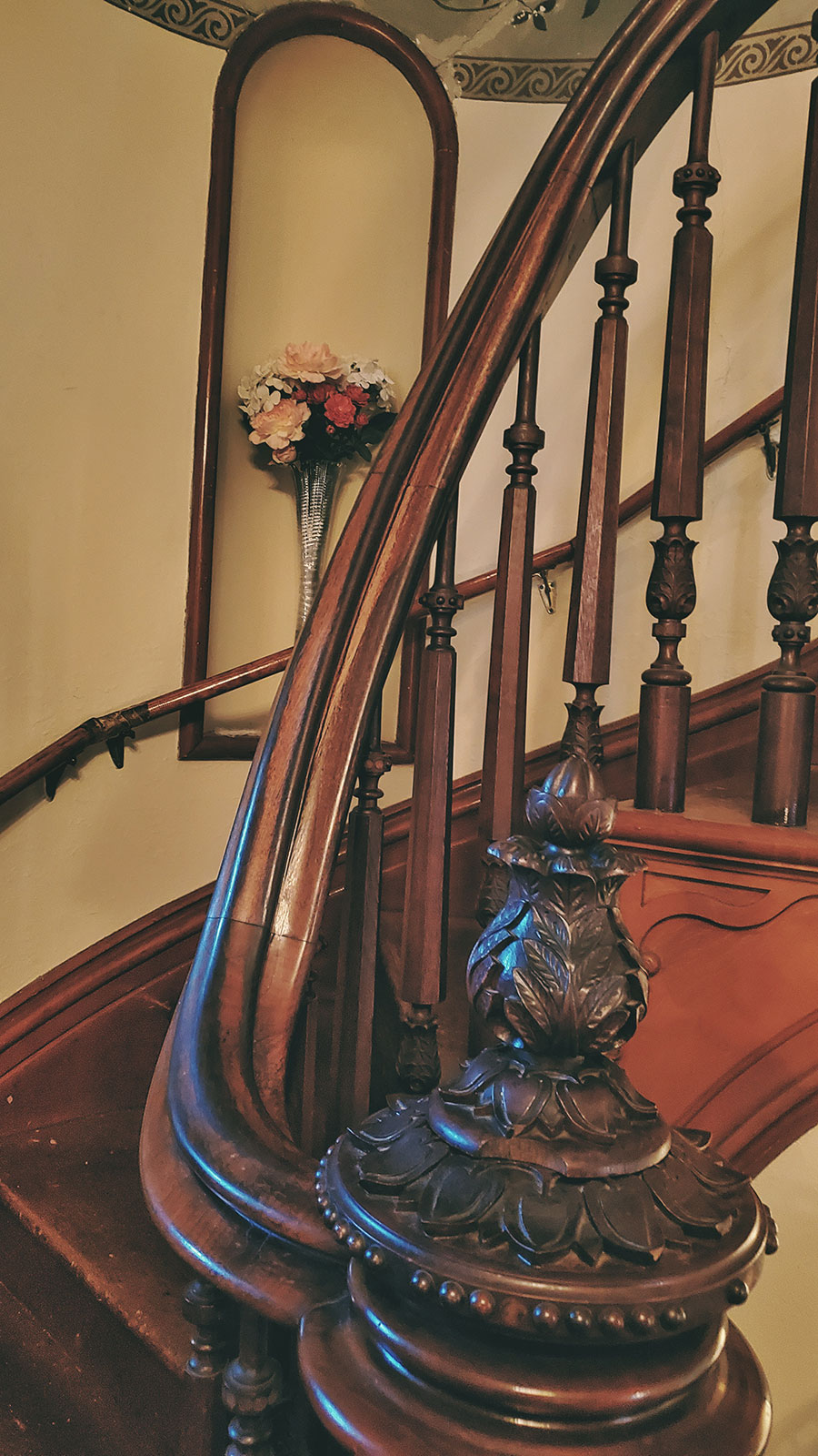 Were coffin corners really used to move caskets up and down the stairs of Victorian houses?